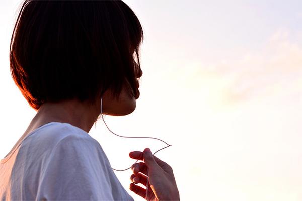 【男女】失恋のとき聴きたい!泣ける歌ランキング!