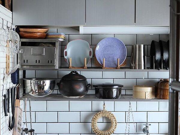 スタンドを用いる狭い台所に合う収納アイデア