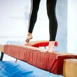 体操の競技中に少女がバランスを崩した! 次の瞬間、大歓声が沸いた理由は?