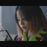 """広瀬すず、""""天使""""と""""デスメタル""""のギャップな姿が渋谷の巨大ボードに  主演映画とソフトバンクのコラボ企画"""