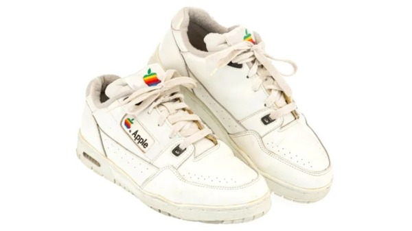 200326applesneakers
