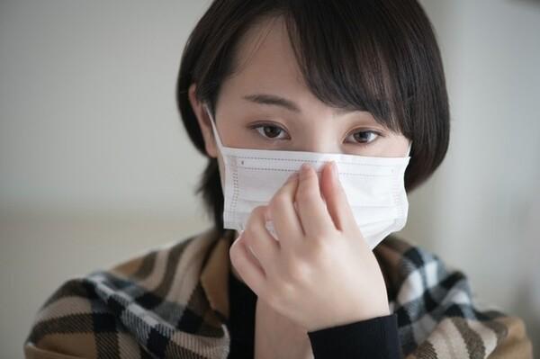 マスクを着けると本来の目的の一方で、ベールに守られているような安心感、そして顔が見えないことによって生じる攻撃性に心当たりはありませんか?