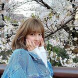 """夏焼雅、桜バックの""""春コーデSHOT""""公開に反響「可愛すぎてびっくり」「尊い」"""
