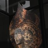 コロナの影響で延期が続き…誰もこない展示室で立ち尽くす2メートル超の長身仏像