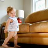 【医師監修】つたい歩きはいつから?早すぎるとO脚になるって本当?