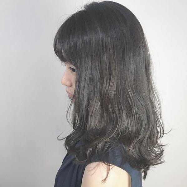 50代に似合うセミロング×パーマ×黒髪・暗髪