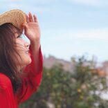 乃木坂46・秋元真夏、笑顔の横顔&肌見せカットなどを複数公開