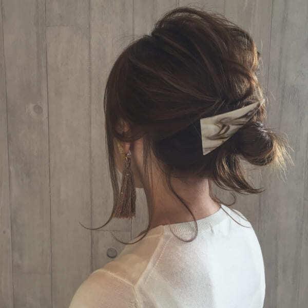 カジュアルなデート向けミディアムの髪型