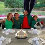 """タイガー・ウッズ、子供&恋人との激レアショット公開 """"チャンピオンズ・ディナー""""は自宅で家族と"""