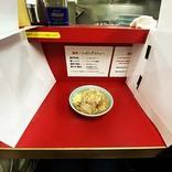 【衝撃グルメ】ラーメン二郎がカウンターに仕切りを設置 / 一蘭方式で食べる新宿歌舞伎町店の味「新型コロナウイルスの影響」