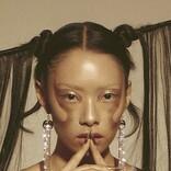 リナ・サワヤマが、The 1975擁するレーベルDirty Hitよりデビュー・アルバムをリリース