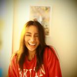 """高橋メアリージュン、くしゃくしゃの""""大笑顔SHOT""""公開に反響「ハッピーパワーいただきました」「素敵過ぎる」"""