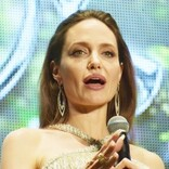 アンジェリーナ・ジョリー、新型コロナ報道に「ただ悲しくて泣いていた」