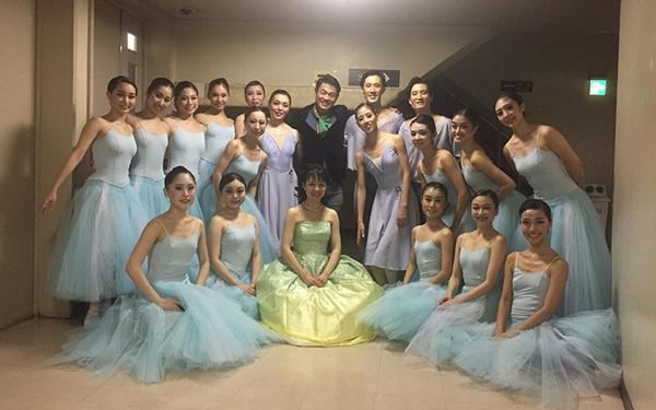 振付作品『ホルベアの時代から』の出演ダンサーたちと(日本バレエ協会)