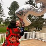 ジジ・ハディッド、25歳誕生日をゼイン・マリクや家族と特製ケーキでお祝い