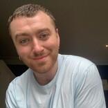 サム・スミス、セレブ専用デートアプリで自己隔離デート 年上パートナー募集中