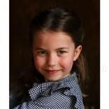 ウィリアム王子・キャサリン妃夫妻の長女シャーロット王女が5歳に! 自主隔離中の高齢者に食料を届けるお手伝いも