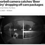 「ビールの妖精参上!」豚のマスク、恐竜の着ぐるみの人物が玄関にビールを置き去る(米)<動画あり>