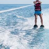 新型コロナの被害は無視? ブラジル大統領が水上バイクで豪遊「もうどうしようもない」