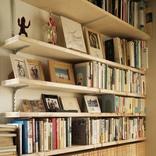 作家・エッセイスト大平一枝さんの本棚を拝見!「本はときに人生さえ変えることもある」