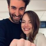 エマ・ストーン秘かに結婚か? ファンら「婚約指輪が結婚指輪に変わってる!」