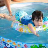 【医師監修】赤ちゃんのプール遊び、おうちプールやレジャーに出かける年齢と気を付けたいポイント