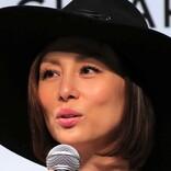 米倉涼子、舞台『シカゴ』のオフショット公開 闘病中の挑戦を振り返る