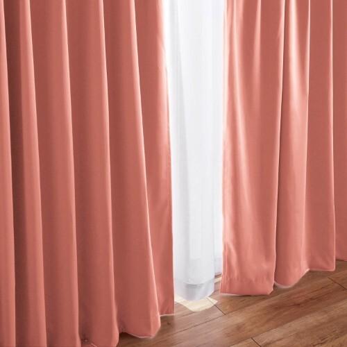 風水で選ぶ東側にピンク色のカーテン