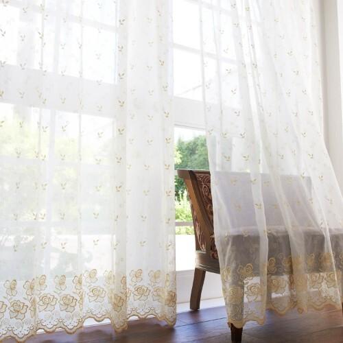 風水で選ぶ西側にゴールド刺繍のカーテン