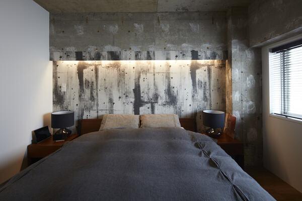 現し風クロスを貼った寝室
