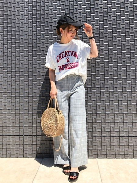 ロゴTシャツ×チェック柄ワイドパンツ