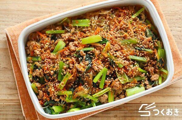 大量消費できる人気料理!簡単小松菜のチャプチェ
