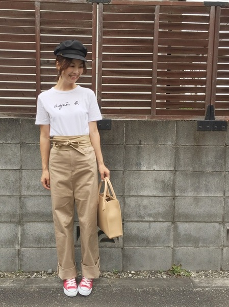 ロゴTシャツ× レディースチノワイドパンツ