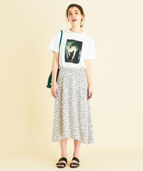 夏におすすめ◎Tシャツ×レオパードスカート
