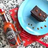 タバスコの10倍辛い「スコーピオン」がチョコレートケーキを絶品にする!