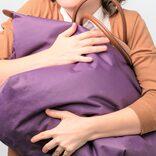 小さいバッグ=いい女? エマ・ワトソンの巨大バッグに同性から称賛