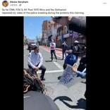 黒人男性死亡の抗議デモに警察官がひざまずく 拍手が鳴り響く(米)<動画あり>