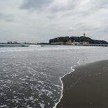 湘南の海、コロナ対策で異例の発表相次ぐ 「満員電車も中止して」の声も