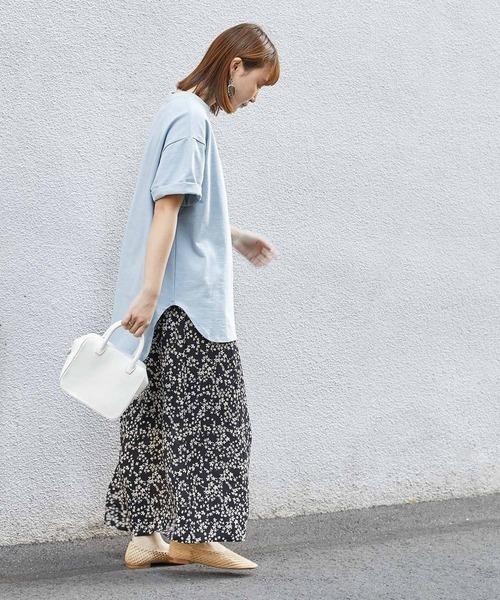 ブルー系Tシャツ×ブラックロングスカート