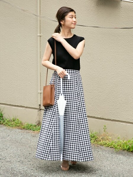 ブラックリブニット×ブラックスカート
