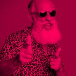 """吉川晃司の""""私服姿""""が衝撃的「クセがスゴイ」「ピンク色が似合う」"""