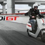 レーシング・ストライプがイカした中国のスマートEVスクーター「NIU NQi GT S Sport」約35万円