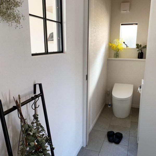 タイルがおしゃれなトイレ