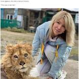 観光客との記念撮影のため脚を折られたライオンの子供、今は歩けるように 怒りのプーチン大統領が捜査命令(露)<動画あり>