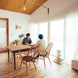 古道具と薪ストーブ、畑仕事を愛する若夫婦が建てた、北アルプスが一望できる戸建て(長野県松本市)|みんなの部屋