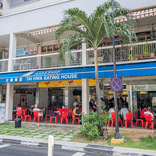 【世界ひとり飯(16)】シンガポールのローカルなミシュラン店のポークヌードルは並んでも食べたい!