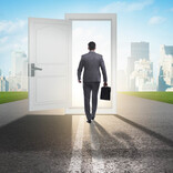 経営の専門家や士業従事者らが紐解く「新時代の働き方」 第45回 過去を捨て、未来にチャレンジする勇気をもとう!