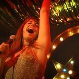 掃除機片手にパワフルに歌い上げる『ワイルド・ローズ』劇中映像が公開