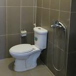 海外旅行で経験した「トイレトラブル」。長距離バスでズボンの裾が…