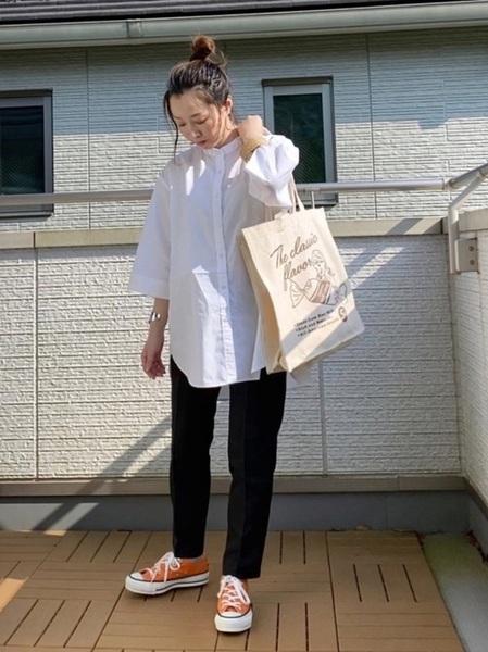 coenバントカラーシャツ×黒パンツの春コーデ